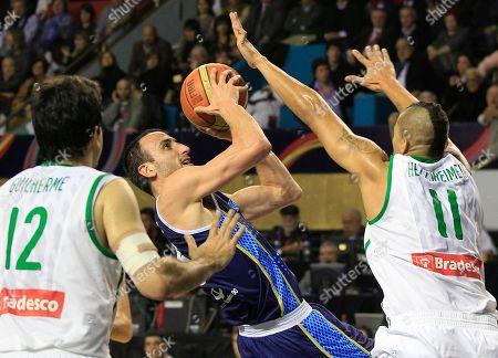 Argentina's Emanuel 'Manu' Ginobili, center, shoots against Brazil's Rafael Hettsheimer, right, and Guilherme Giovannoni, left, in their FIBA Americas Championship final basketball game in Mar del Plata, Argentina