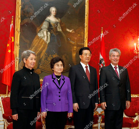 Heinz Fischer, Hu Jintao, Liu Yongqing, Margit Fischer Wife of the Austrian President Margit Fischer, wife of the Chinese President Liu Yongqing, Chinese President Hu Jintao and Austrian President Heinz Fischer, from left, pose for media prior to their talks at the Hofburg palace in Vienna, Austria, on . Hu is in Austria for a four day state visit