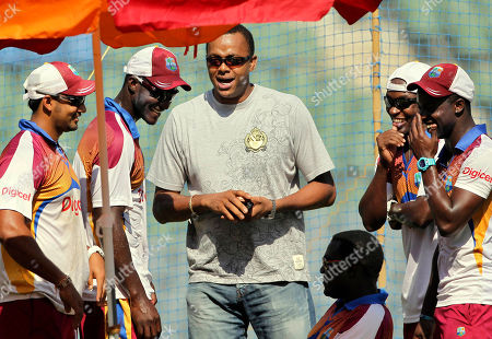 Courtney Walsh, Darren Sammy West Indies former cricket player Courtney Walsh, center, shares a light moment with captain Darren Sammy, second left, and other team members during a training session ahead of their third test cricket match against India in Mumbai, India, . India won the first two tests