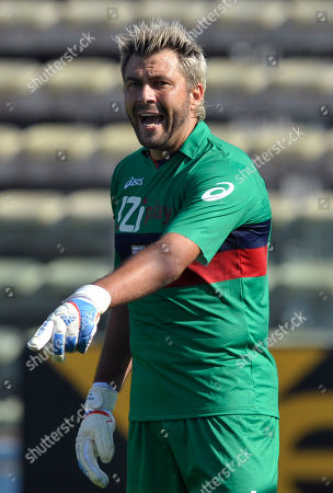 Genoa's goalkeeper Sebastien Frey, of France, gestures during the Serie A soccer match between Parma and Genoa, in Parma