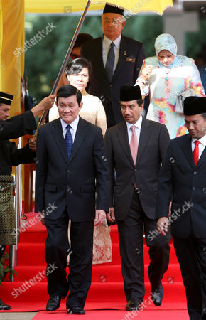 Truong Tan Sang, Mizan Zainal Abidin, Nur Zahirah, Mai Thi Hanh, Najib Razak Vietnam's President Truong Tan Sang, first row left, walks with Malaysia's King Sultan Mizan Zainal Abidin, first row second from right, Sang's wife Mai Thi Hanh, second row left, King's wife Queen Nur Zahirah, second row right, and Malaysia's Prime Minister Najib Razak, third row, during a welcoming ceremony at the Parliament House in Kuala Lumpur, Malaysia, . Sang and his wife Hanh are on a three-day state visit to Malaysia