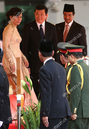 Truong Tan Sang, Mai Thi Hanh, Mizan Zainal Abidin Vietnam's President Truong Tan Sang, center, walks with Malaysia's King Sultan Mizan Zainal Abidin, right, and his wife Mai Thi Hanh during a welcoming ceremony at the Parliament House in Kuala Lumpur, Malaysia, . Sang and his wife Hanh are on a three-day state visit to Malaysia