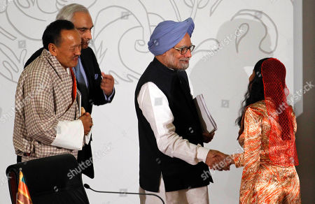 Manmohan Singh, Fathimath Dhiyanaas, Jigmi Y. Thinley, Shahid malik Indian Prime Minister Manmohan Singh, third left, shakes hands with Fathimath Dhiyanaas, Secretary General of South Asian Association for Regional Cooperation (SAARC) as Bhutan's Prime Minister Jigmi Y. Thinley, left, walks with Pakistan's High Commissioner for India, Shahid Malik, during the closing session of the 17th SAARC summit in Addu, Maldives