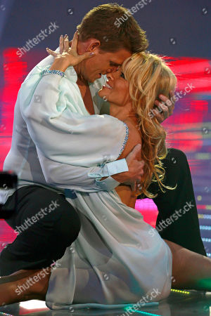 "Stock Photo of Pamela Anderson, Damian Whitewood Canada's actress Pamela Anderson, right, dances with Australia's dancer Damian Whitewood during the Mexican reality show ""La Academia"" at Azteca TV studios in Mexico City"