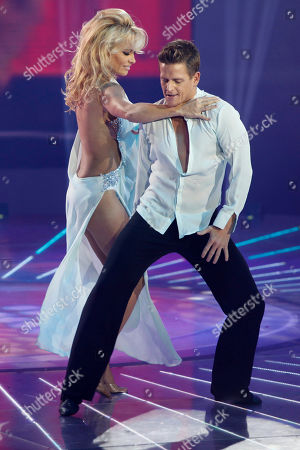 "Pamela Anderson, Damian Whitewood Canada's actress Pamela Anderson, right, dances with Australia's dancer Damian Whitewood during the Mexican reality show ""La Academia"" at Azteca TV studios in Mexico City"
