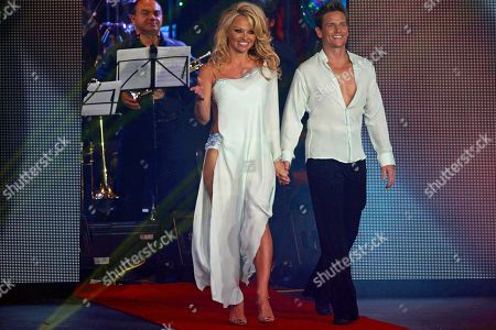 "Pamela Anderson, Damian Whitewood Canada's actress Pamela Anderson, left, and Australia's dancer Damian Whitewood enter the set of the Mexican reality show ""La Academia"" at Azteca TV studios in Mexico City"