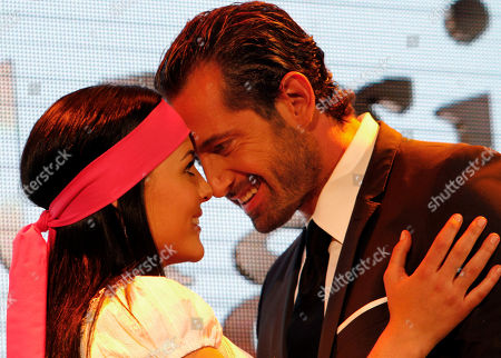 """Zuria Vega, Gabriel Soto Actress Zuria Vega, left, and actor Gabriel Soto, right, both from Mexico, part of the cast of the new soap opera """"Un refugio para el amor"""" or """"A haven for love,"""" the latest production of the Mexican TV network Televisa, pose for pictures during a presentation to the press in Mexico City"""