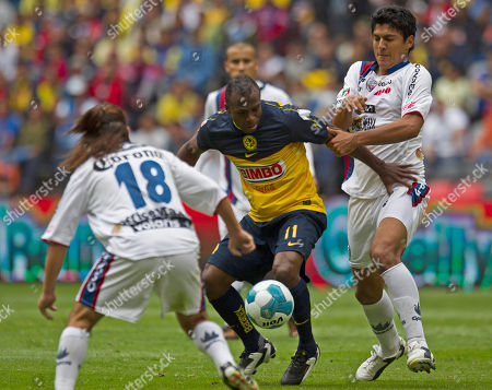 America's Cristian Benitez, center, fights for the ball with Atlante's Juan Cuevas, left and Atlante's Luis Venegas during a Mexican soccer league match in Mexico City