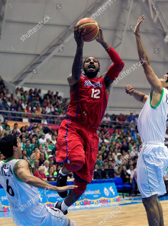 Puerto Rico's Renaldo Balkman, center, aims for the basket next to Mexico's Pedro Meza, left, and Jesus Lopez during the men's basketball gold medal match at the Pan American Games in Guadalajara, Mexico