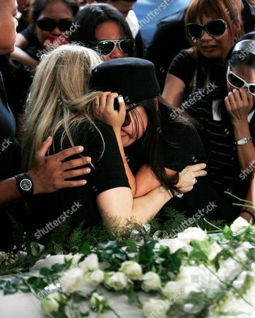 """Charice Pempengco Filipino singer Charice Pempengco, center, of the TV hit """"Glee"""", cries during interment of her estranged father Ricky Pempengco at a memorial park at Cabuyao township, Laguna province, south of Manila, Philippines. Ricky Pempengco was stabbed to death in nearby San Pedro township early this week by Angel Capili Jr. who later surrendered to police and admitted his crime"""