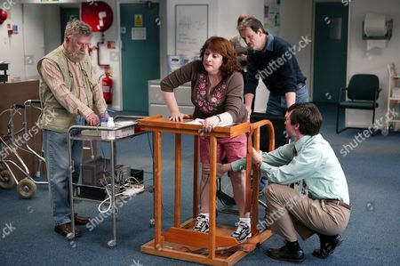 Stock Image of 'Footprints in the Snow' - 2005  Picture Shows: Julie (Caroline Quentin) Struggles to Get Her Legs Moving, Kevin Whately (Kevin Hill) and Jonathan Aris (Nick Donaldson) Phil Davis (Tim Perkins),