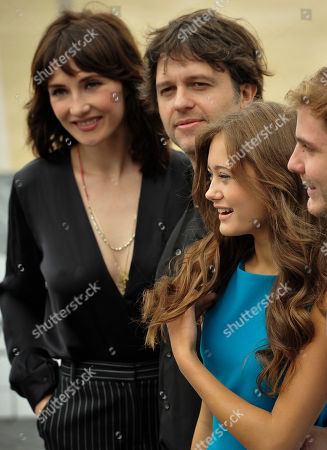 Ella Purnell, Carice Van Houten, Juan Carlos Fresnadillo, Daniel Bruhl British actress Ella Purnell, second right, poses with Dutch actress Carice Van Houten, left, and Spanish director Juan Carlos Fresnadillo, second left, and Spanish actor Daniel Bruhl, right, during a photo call to promote their film 'Intruders' that is opening the 59th San Sebastian Film Festival Cinema in San Sebastian northern Spain
