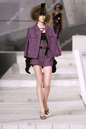 Daiane Conterato on catwalk