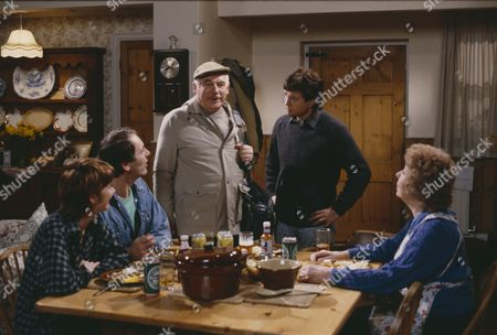 Frazer Hines (as Joe Sugden), Arthur Pentelow (as Henry Wilks) and Sheila Mercier (as Annie Sugden)  (Episode 1557 - 15th May 1991)