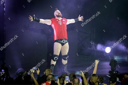 Sheamus wearing an FC Bayern jersey