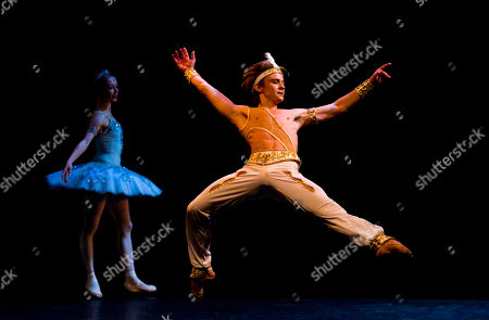 Daniil Simkin, Iana Salenko American Ballet Theatre's Daniil Simkin performs with Staats Ballet Berlin's Iana Salenko, left, the Le Corsaire pas de deux during the first Buenos Aires Ballet Gala in Buenos Aires, Argentina