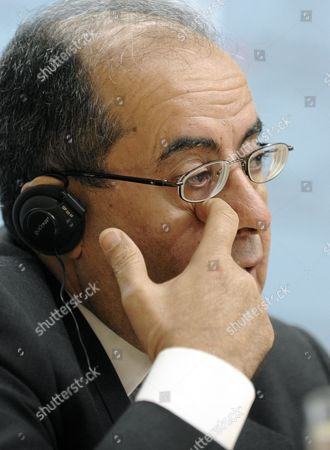 Mahmoud Jebril Mahmoud Jebril, executive bureau chairman of the transitional national council in Libya speaks during a news conference after talks with Austria's Foreign Minister Michael Spindelegger in Vienna, Austria, on