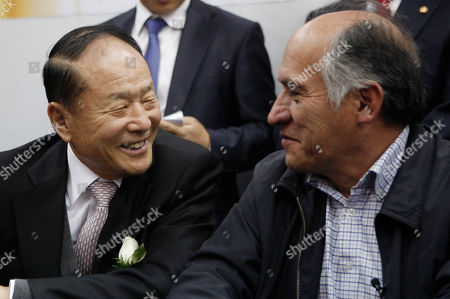 Stock Image of Lee Sang-deuk, Jose Pimentel South Korea's lawmaker Lee Sang-deuk, left, and Bolivia's Mining Minister Jose Pimentel smile during a meeting in La Paz, Bolivia, . Lee Sang-deuk, brother of South Korea's President Lee Myung-bak, is on a one-day official visit to Bolivia