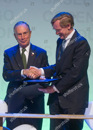 Robert Zoelick, Michael Bloomberg, Gilberto Kassab Michael Bloomberg, Mayor of New York City, left, shakes hands with World Bank's President Robert Zoelick after signing agreements during the C40 Large Cities Climate Summit in Sao Paulo, Brazil