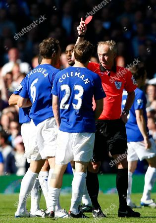 Peter Walton, Seamus Coleman Everton's Seamus Coleman, second right, is shown a red card by referee Peter Walton during their English Premier League soccer match against Chelsea at Goodison Park, Liverpool, England, . (AP Photo/Tim Hales) NO INTERNET/MOBILE USAGE WITHOUT FOOTBALL ASSOCIATION PREMIER LEAGUE (FAPL) LICENCE. CALL +44