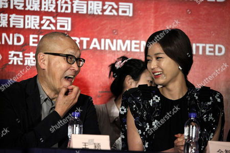 """Gianna Jun, Wayne Wang South Korean actress Gianna Jun, right, and Chinese American film director Wayne Wang, left, chat during a press conference of a film """"Snow Flower and the Secret Fan"""" as part of the 14th Shanghai International Film Festival Sunday in Shanghai, China"""