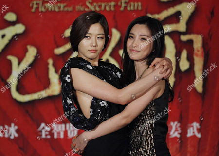 """Gianna Jun, Li Bingbing South Korean actress Gianna Jun, left, and Chinese actress Li Bingbing, right, pose for the photographers during a press conference of a film """"Snow Flower and the Secret Fan"""" as part of the 14th Shanghai International Film Festival Sunday in Shanghai, China"""