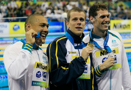 Cesar Cielo, Matthew Targett, Geoff Huegill Brazil's Cesar Cielo, center, shows his gold medal with Australia's Matthew Targett, silver, right, and Geoff Huegill, bronze, on the podium during an award ceremony for the men's 50m Butterfly event at the FINA Swimming World Championships in Shanghai, China