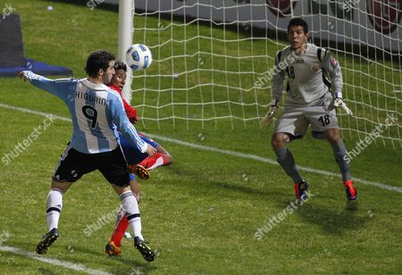 Argentina's Gonzalo Higuain, left, fights for the ball with Costa Rica's Pedro Leal as Costa Rica's goalkeeper Leonel Moreira watches during a group A Copa America soccer match in Cordoba, Argentina