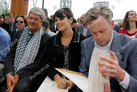 Ves Carcelle, lily Allen,Sam Cooper Yves Carcelle, left, Chairman and CEO of Louis Vuitton, British singer Lily Allen, center, and her husband Sam Cooper are seen ahead of the Louis Vuitton Men's Spring-Summer 2012 collection, presented in Paris