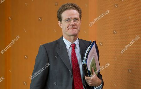 Nikolaus Meyer-Landrut arrives at the weekly cabinet meeting at the chancellery in Berlin on