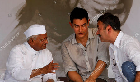 Anna hazare, Aamir Khan, Rajkumar Hirani India's anti-corruption activist Anna Hazare, left, speaks with Bollywood Director Rajkumar Hirani, right, as actor Aamir Khan looks on during the 12th day of Hazare's fast against corruption in New Delhi, India, . Finance Minister Pranab Mukherjee warned lawmakers Saturday not to bypass India's constitution as they seek to resolve an impasse with Hazare who has demanded that they pass an anti-corruption bill