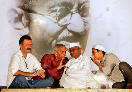 Anna hazare, Aamir Khan, Rajkumar Hirani, Shanti Bhushan India's anti-corruption activist Anna Hazare, second right, and Bollywood actor Aamir Khan, right, listen to Shanti Bhushan, second left, as Bollywood Director Rajkumar Hirani, left, looks on during the 12th day of Hazare's fast against corruption in New Delhi, India, . India's Parliament expressed nonbinding support for a series of anti-corruption proposals on Saturday in the hopes that would be enough to persuade the reform activist to end his hunger strike