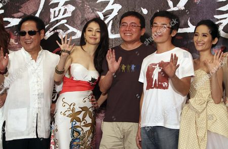 """Ma Ru-Long, Vivian Hsu, Huang Chih-Ming, Wei Te-Sheng, Law Meh Ling Taiwanese actors, from left, Ma Ru-Long, Vivian Hsu, producer Huang Chih-Ming, director Wei Te-Sheng and Law Meh Ling, wave during a media conference announcing their latest movie """"Seediq Bale"""" in Taipei, Taiwan, . The """"Seediq Bale,"""" an Taiwanese historical drama film, has been selected as one of the films in competition at the 68th Venice International Film Festival and will show there on Sept. 1"""
