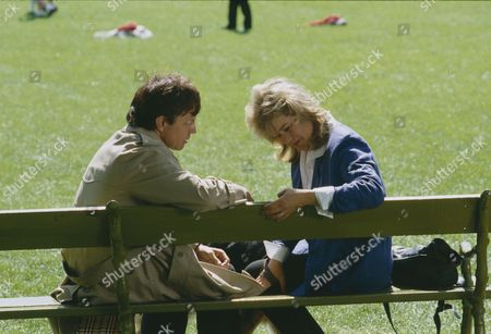 Frazer Hines (as Joe Sugden) and Sally Knyvette (as Kate Sugden) (Episode 1565 - 13th June 1991)