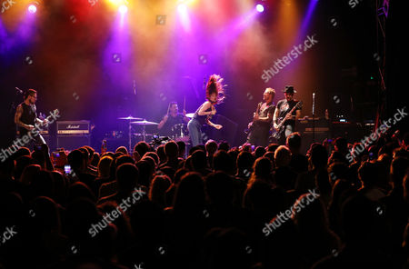 Dave Navarro, Brad Wilk, Juliette Lewis, Scott Shriner and and Dave Kushner,