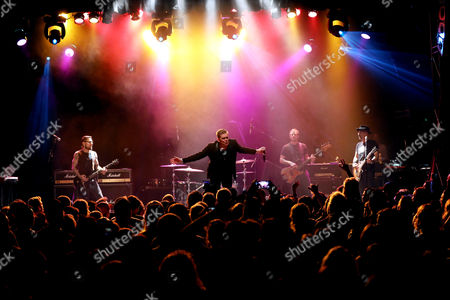 Dave Navarro, Brad Wilk, Mark McGrath, Scott Shriner, Dave Kushner,