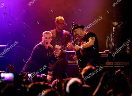 Mark McGrath, Scott Shriner, Dave Kushner,