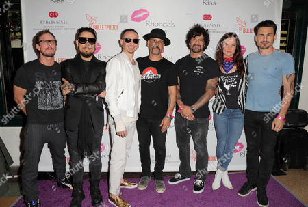 Scott Shriner, Dave Navarro, Chester Bennington, Dave Kushner, Joey Castillo, Juliette Lewis and Brad Wilk