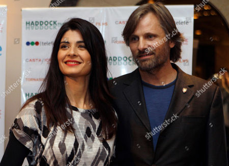 "Viggo Mortensen, Soledad Villamil Actors Viggo Mortensen, right, from U.S., and Soledad Villamil, from Argentina, pose for pictures during a press conference to announce their new film ""Todos tenemos un plan"" in Buenos Aires, Argentina"