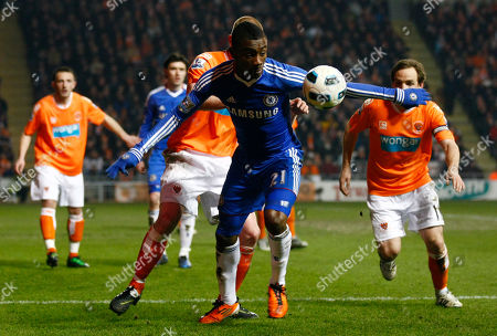 Salomon Kalou, Keith Southern Chelsea's Salomon Kalou, center, vies for the ball against Blackpool'sKeith Southern during their English Premier League soccer match at Bloomfield Road, Blackpool, England, . (AP Photo/Tim Hales) NO INTERNET/MOBILE USAGE WITHOUT FOOTBALL ASSOCIATION PREMIER LEAGUE (FAPL) LICENCE. CALL +44