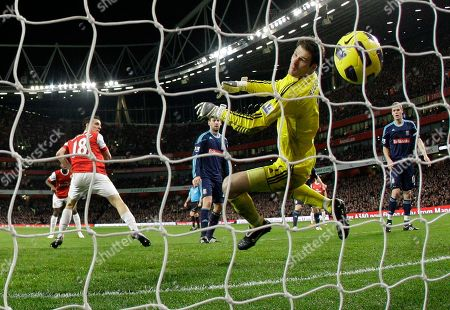 Arsenal's Sebastien Squillaci, left, scores against Stoke City during the English Premier League soccer match at the Emirates Stadium in London, . (AP Photo/Matt Dunham) NO INTERNET/MOBILE USAGE WITHOUT FOOTBALL ASSOCIATION PREMIER LEAGUE(FAPL)LICENCE. CALL +44