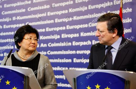 Jose Manuel Barroso, Roza Otunbaeva European Commission President Jose Manuel Barroso, right, and Kyrgyz President Roza Otunbaeva participate in a media conference at EU headquarters in Brussels