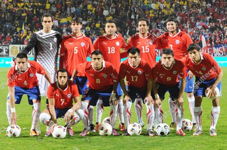 Chile's soccer players pose for a team picture, front row from left to right: Mauricio Isla, Alexis Sanches, Arturo Vidal, Gary Medel, Hector Mancilla, and Matias Fernandez, rear row from left to right: Claudio Bravo, Pablo Contreras,Gonzalo Jara, Jean Beausejou and Waldo Ponce, prior an international friendly soccer match against Colombia at the Kyocera stadium in The Hague, Netherlands