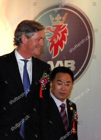 Victor Muller Zhang Xiugeng Victor Muller, chairman of Saab Automobile, left, walks with Zhang Xiugeng, chairman of Hawtai Motor Group during a signing ceremony in Beijing, China, . The small, privately owned Chinese automaker on Tuesday saved Sweden's Saab Automobile from imminent collapse through an agreement to provide $223 million (euro 150 million) in funds for the ailing brand