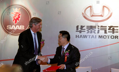 Victor Muller Zhang Xiugeng Victor Muller, chairman of Saab Automobile, left, shakes hand with Zhang Xiugeng, Chairman of Hawtai Motor Group after a signing ceremony in Beijing, China, . The small, privately owned Chinese automaker on Tuesday saved Sweden's Saab Automobile from imminent collapse through an agreement to provide $223 million (euro 150 million) in funds for the ailing brand
