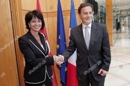 Doris Leuthard, Eric besson Swiss Federal Councilor Doris Leuthard, left, shakes hand with France's Industry Minister Eric Besson, right, prior to their meeting, in Paris
