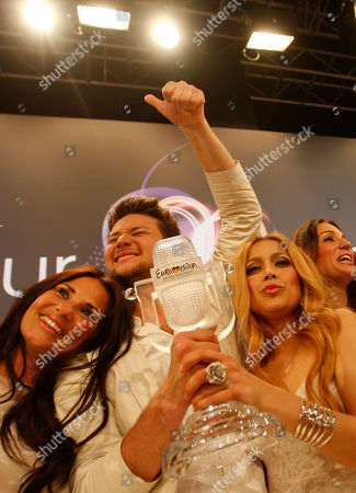 Winners Ell/Nikki, Nigar Jamal, right, and Eldar Gasimov, from Azerbaijan pose with the trophy during a press conference after winning the final of the Eurovision Song Contest 2011 with their song 'Running Scared' in Duesseldorf, Germany