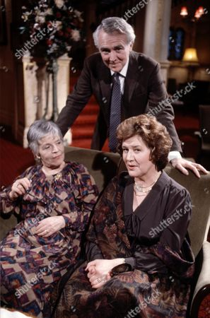 Patricia Routledge (right) and Patricia Hayes with Mark Kingston in 'Marjorie And Men' - 1985