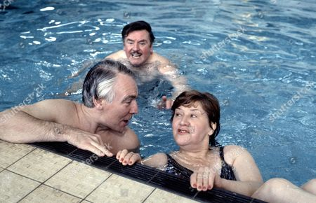 Patricia Routledge  with Mark Kingston (left) and Joseph Brady  in 'Marjorie And Men' - 1985