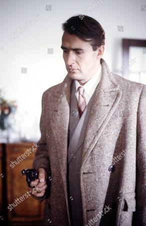Nicholas Pritchard in 'Poirot' - 1989 - Episode: 'The Third Floor Flat'